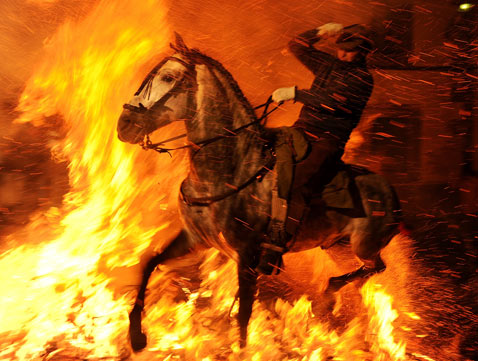 gty_luminarias_fire_horse_3_nt_120117
